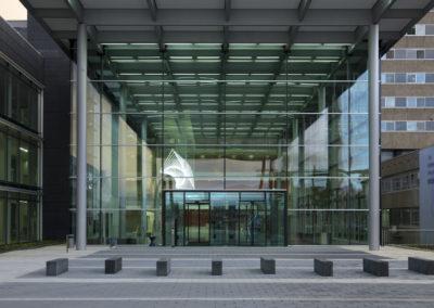 Barbara Trautmann Pirouette Universitätsklinikum Frankfurt Haupteingang